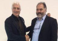 Stretta di mano tra i due candidati in corsa in Veneto, Innocenti e Nali